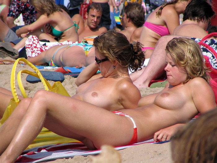 エッチなヌーディストビーチの画像