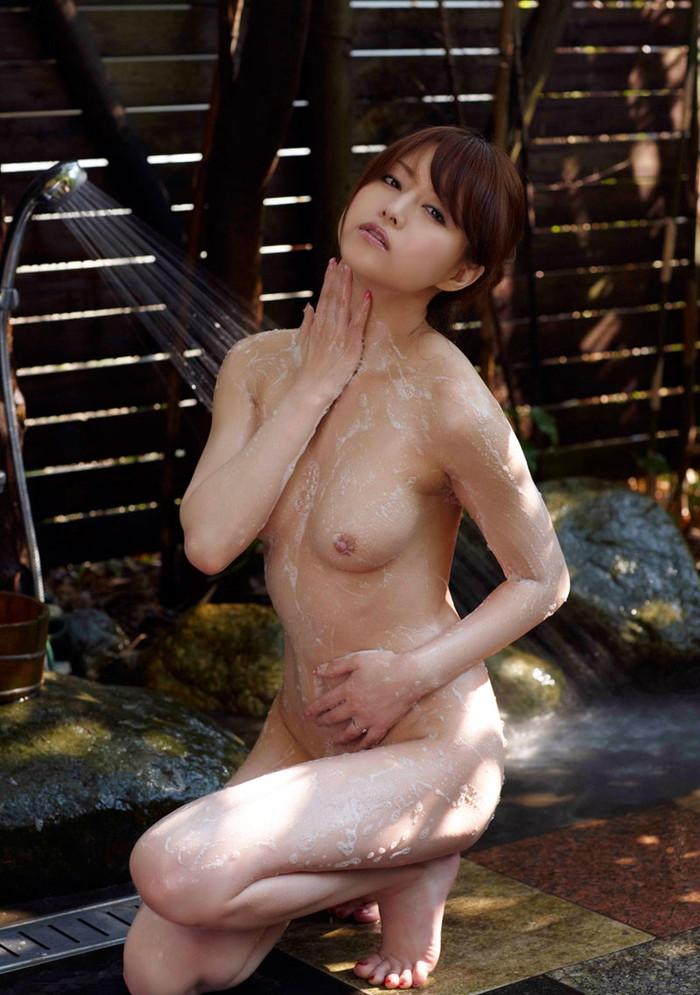 吉沢明歩の乳首ポロリ画像