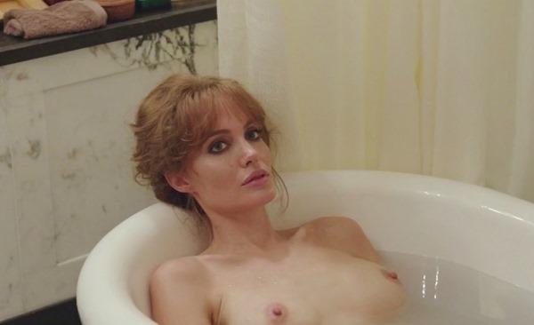 アンジェリーナジョリーの乳首ポロリ画像