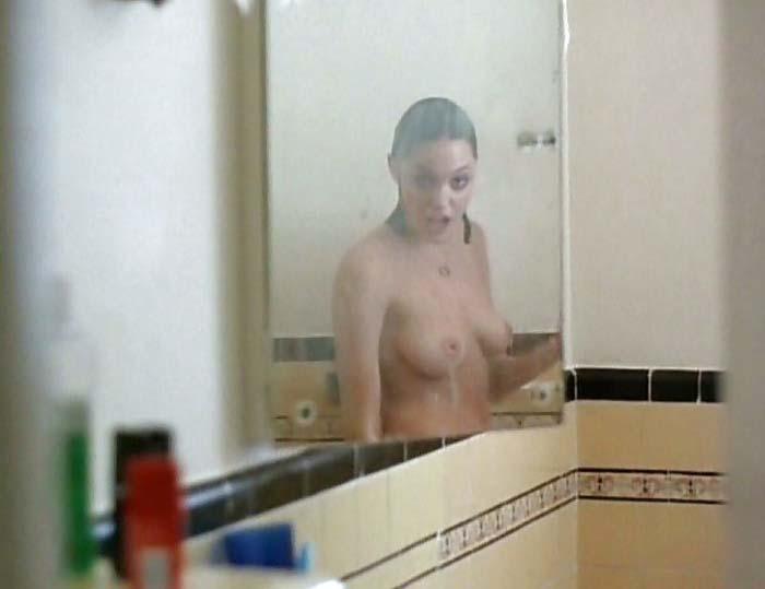 アンジェリーナジョリーの巨乳で胸チラエロ画像