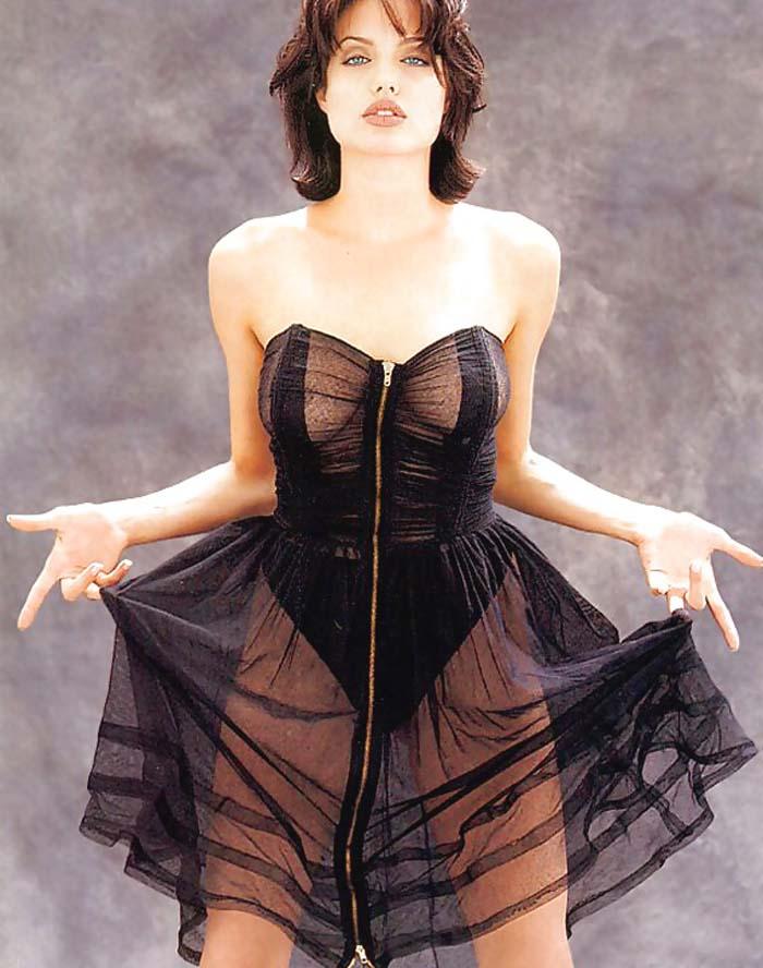 アンジェリーナジョリーの全裸ヌードで露出画像