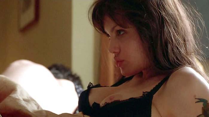 アンジェリーナジョリーのおっぱい乳揉みエロ画像