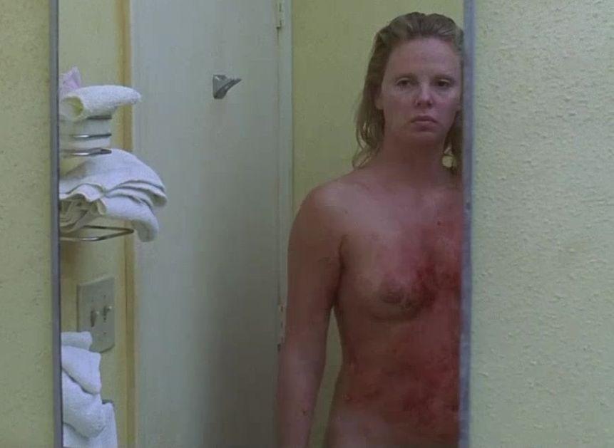 シャーリーズセロンの巨乳で胸チラエロ画像