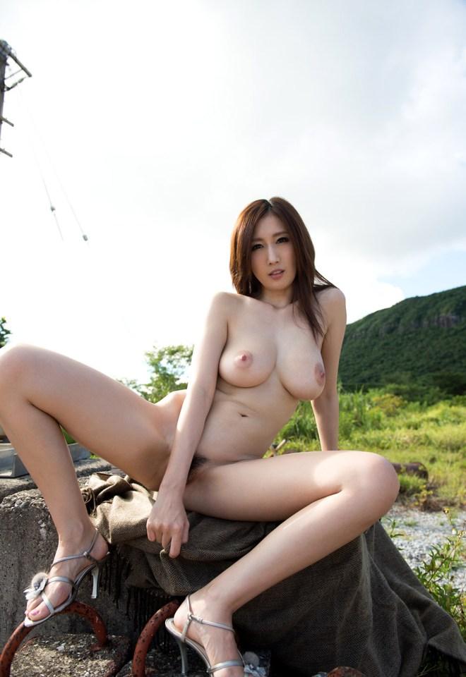 JULIAの無修正中出しセックス動画