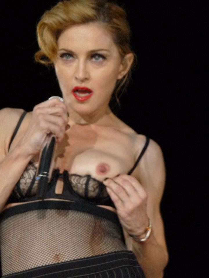 マドンナの巨乳で胸チラエロ画像