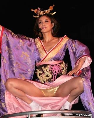 インリン・オブ・ジョイトイの巨乳で胸チラエロ画像