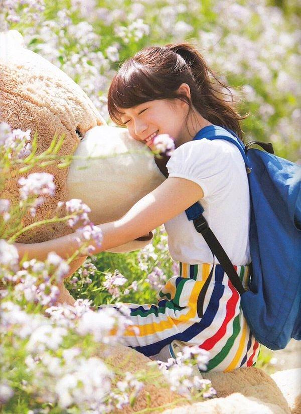 エロ秋元真夏の無修正ヌード