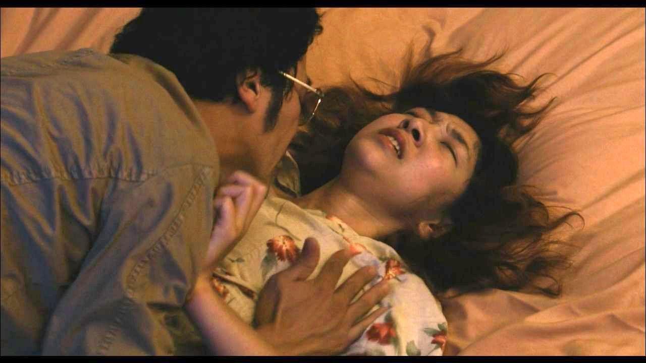 安藤サクラの巨乳で胸チラエロ画像