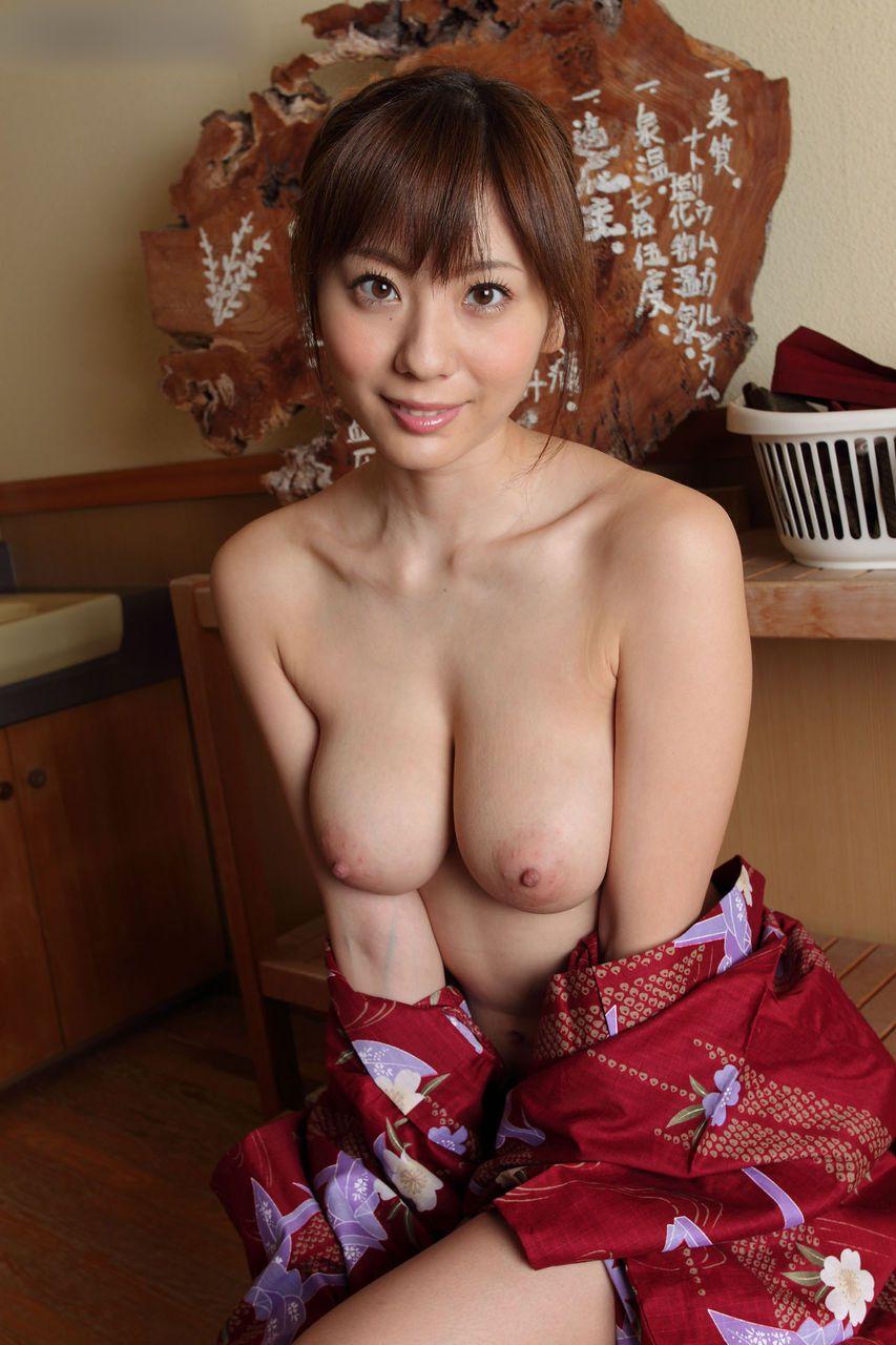 麻美ゆまの無修正全裸ヌード