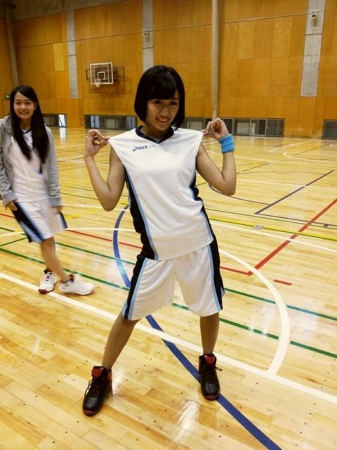 バスケの巨乳で胸チラエロ画像