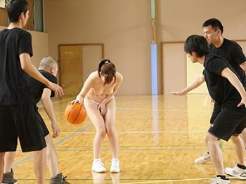 バスケのパンツ丸出しエロ画像