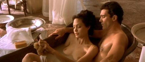 アンジェリーナジョリーの全裸中出しエロ画像
