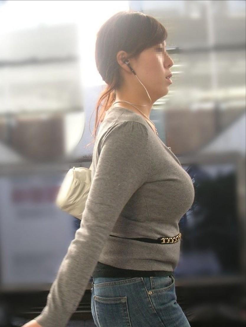着衣巨乳のお宝ヌードエロ画像