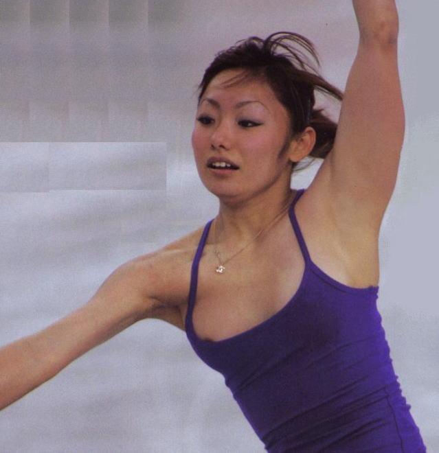 安藤美姫もフィギュアの乳首ポロリのおっぱいエロ画像