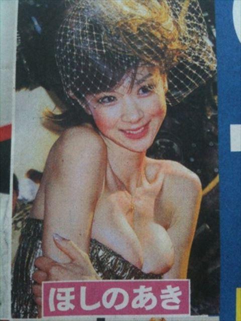 ほしのあきのグラビアアイドルの乳首ポロリ