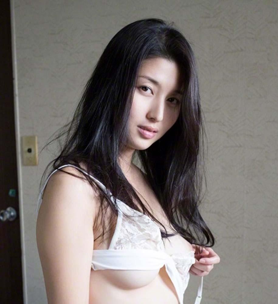 橋本マナミの乳首ポロリのパンチラエロ画像