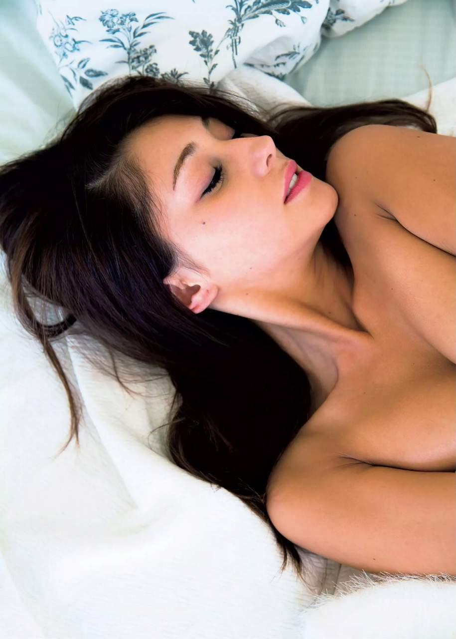 ダレノガレ明美の乳首ポロリしたヌードエロ画像や胸チラ