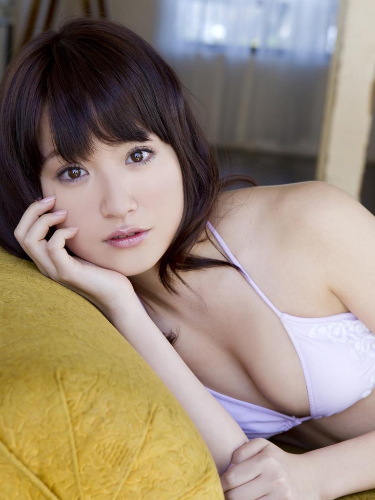 衛藤美彩のヌード乳首エロ画像