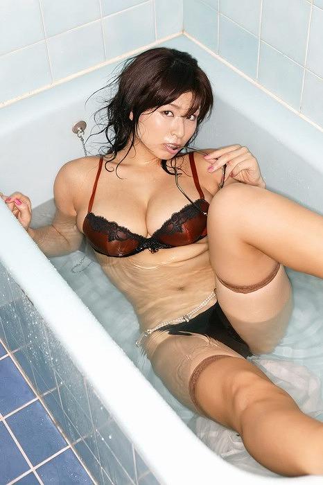 芸能人のセックス全裸で岡田真由香マンコハメ撮り画像