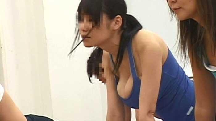 スポーツジムの乳首ポロリ画像