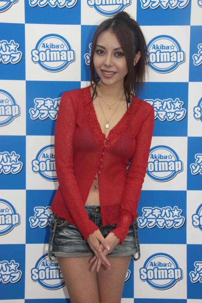 濱松恵の胸チラエロ画像