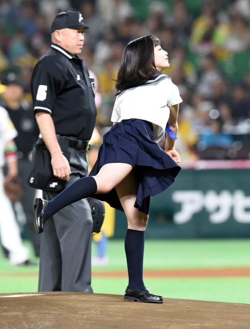 橋本環奈のエロおっぱい画像