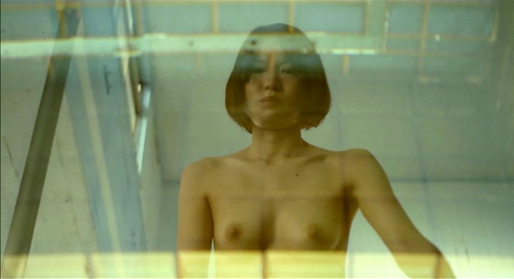 市川由衣の乳首ポロリ画像