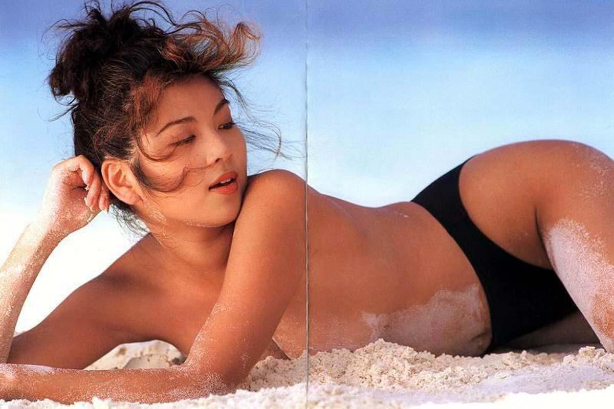 飯島直子のパンツ丸出しエロ画像