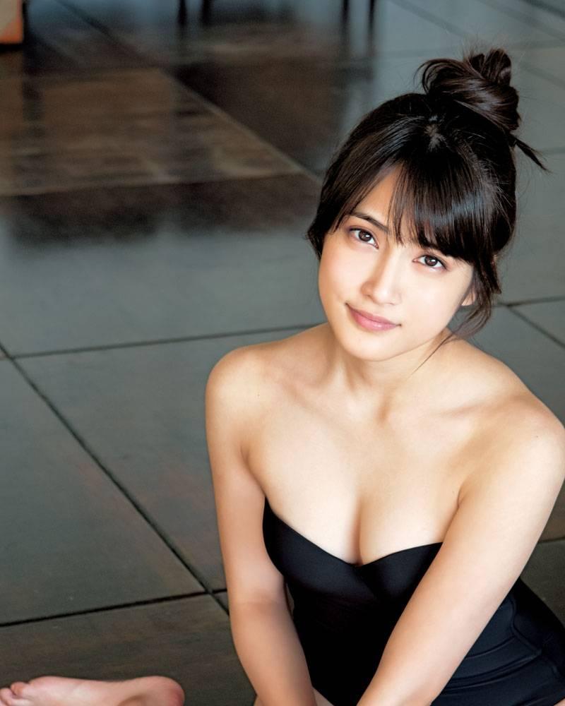 入山杏奈の乳首ポロリ画像