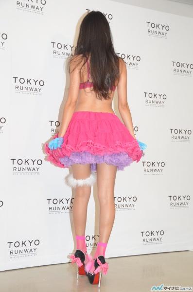 石田ニコルのパンチラエロ画像
