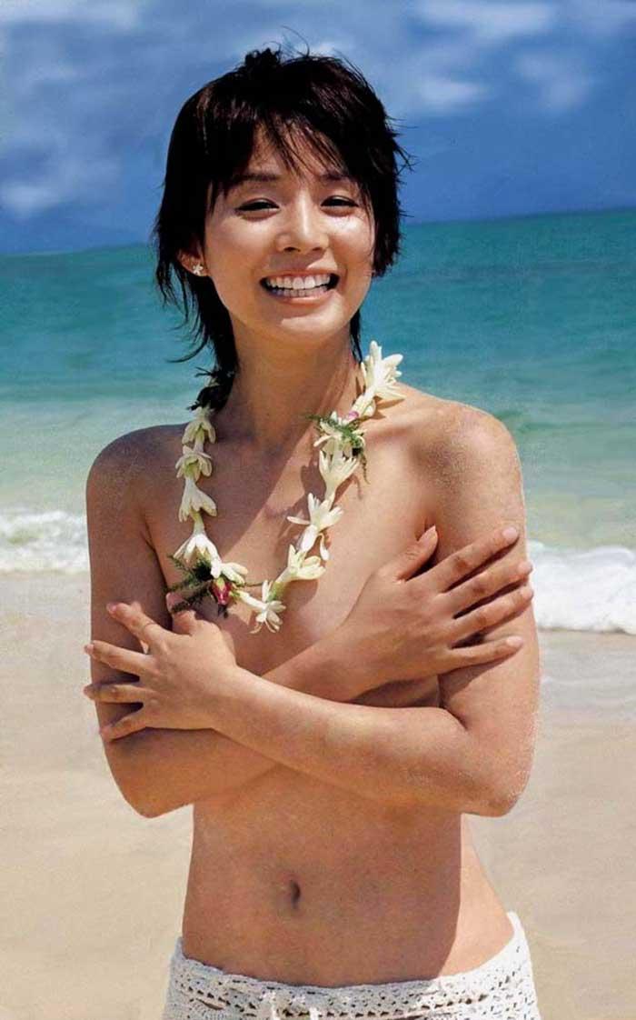 石田ゆり子の全裸ヌードで露出画像