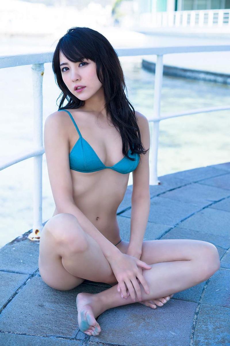 石川恋の胸チラエロ画像