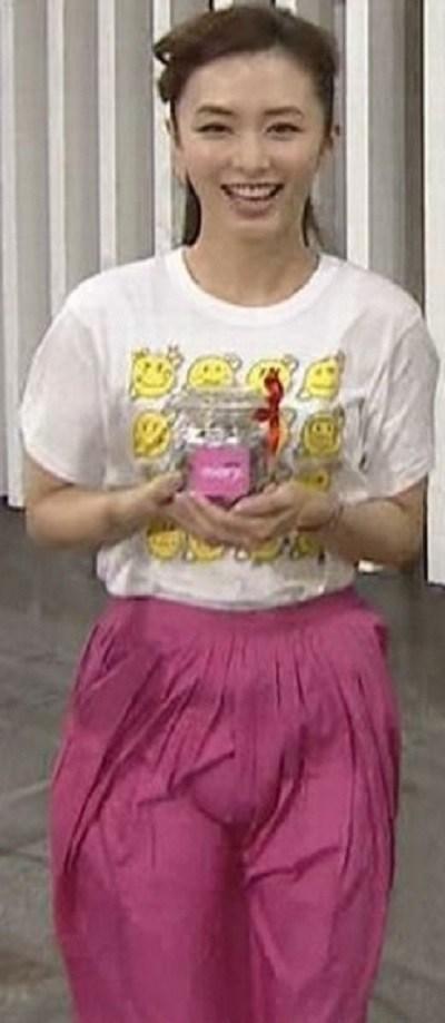 伊藤綾子の全裸ヌードで露出画像