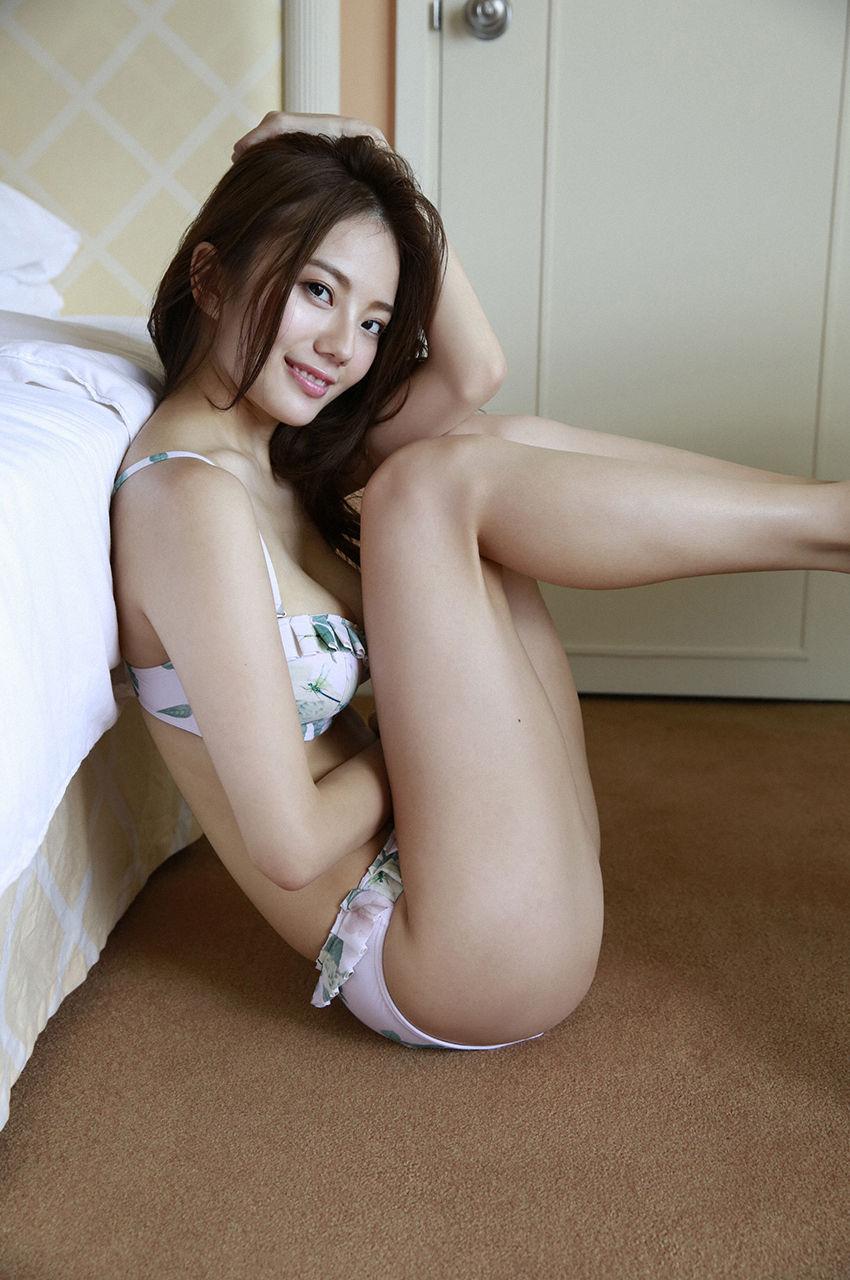 伊東紗冶子のセックスの濡れ場画像