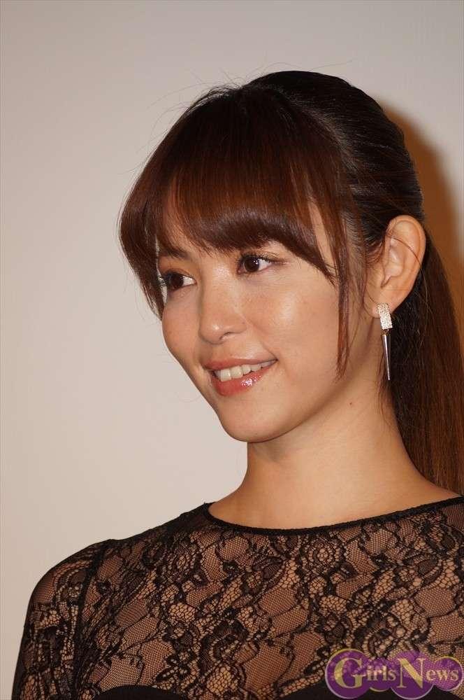 岩佐真悠子のエロおっぱい画像