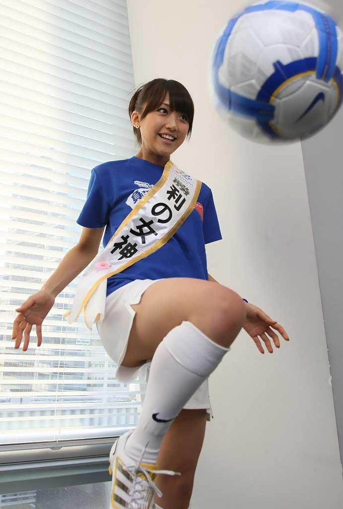 竹内由恵女子アナのおっぱい丸出しで全裸でエロ画像