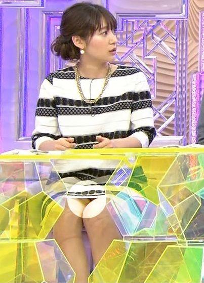 女子アナ吉田明世の下着丸見えパンチラエロ画像が抜ける