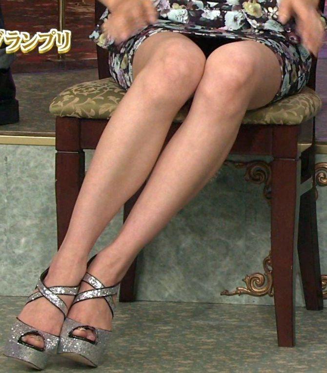 女子アナのセクシー水着エロ画像が放送事故