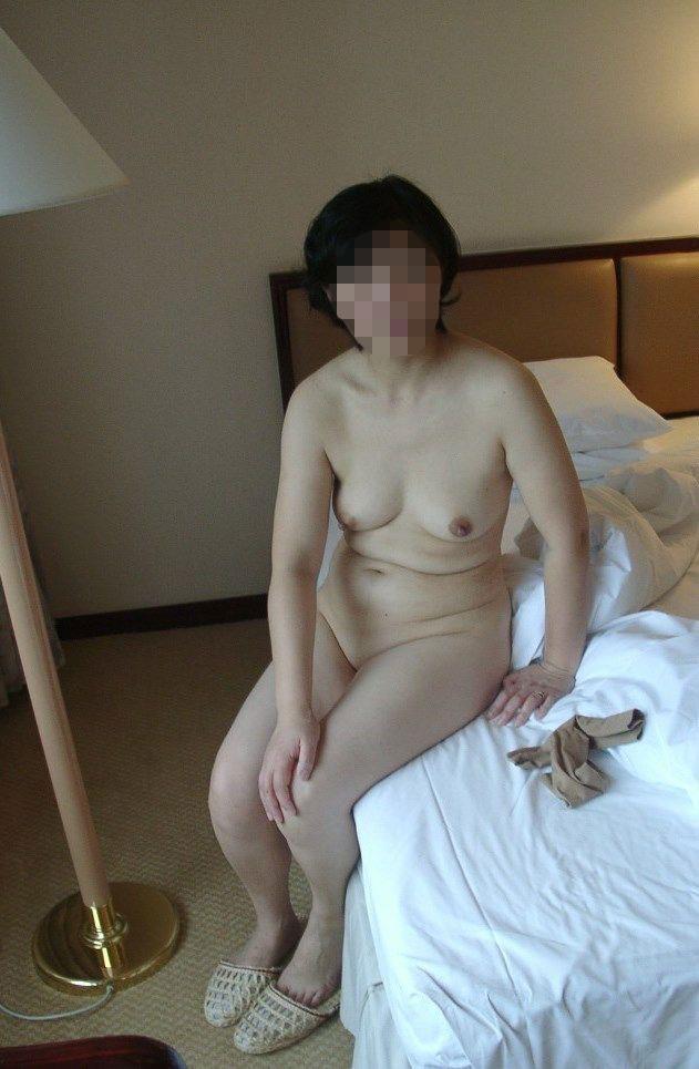 五十路熟女の乳首ポロリ画像