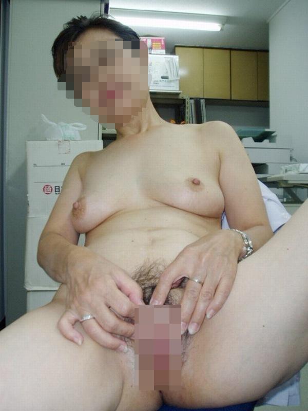 五十路(50代)の熟女の巨乳おっぱい乳揉み