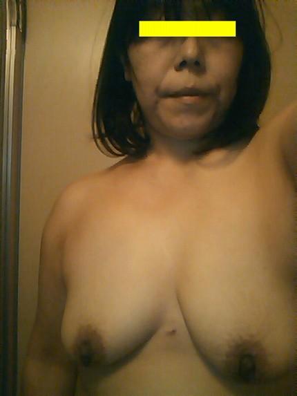 五十路(50代)の熟女のヌード乳首エロ画像