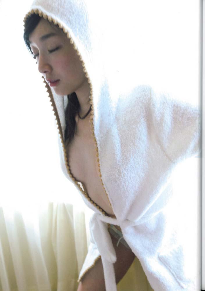 加護亜依のおっぱい乳揉みエロ画像