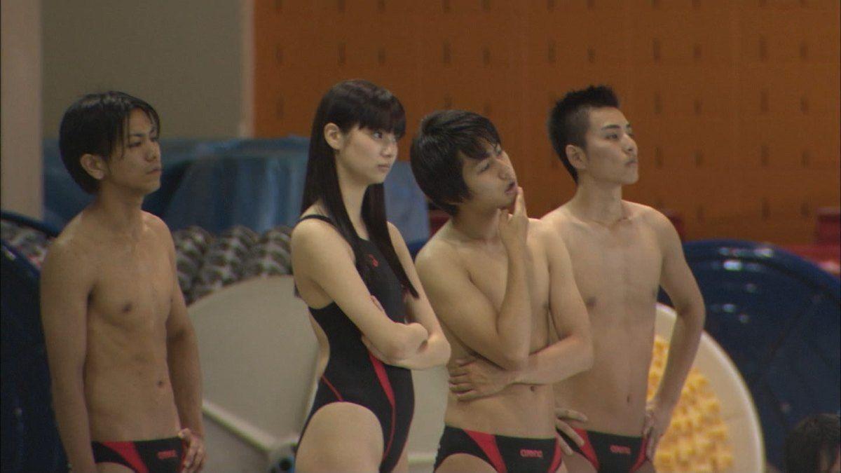 水球ヤンキースで佐野ひなこと新川優愛と筧美和子が水着姿