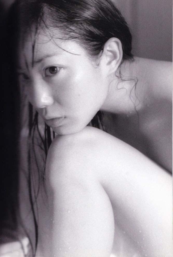 菅野美穂の下着丸見えパンチラエロ画像が抜ける