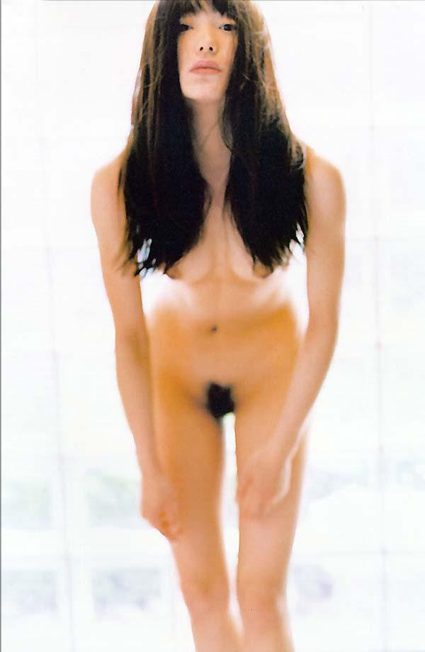 菅野美穂のパンチラノーブラなエロ画像が抜ける