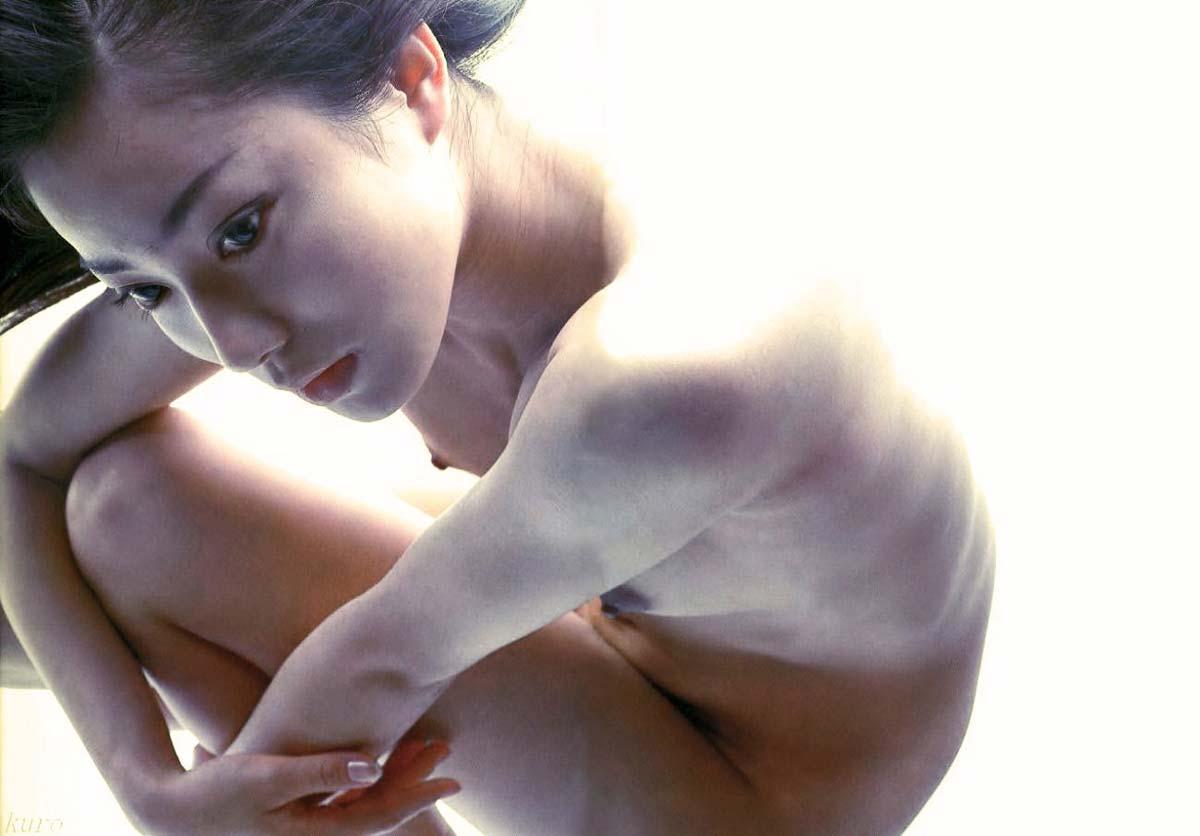 菅野美穂の乳首ポロリしたヌードエロ画像や胸チラ
