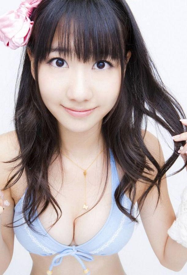 AKB48の柏木由紀とジャニーズNEWSの手越祐也が浴衣で「抱擁」している写メが出している。
