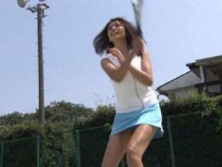 加藤夏希の巨乳で胸チラエロ画像