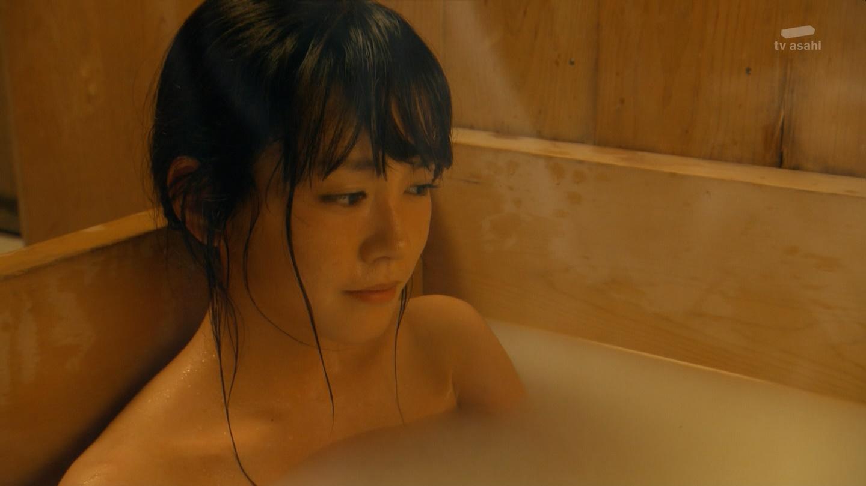 桐谷美鈴のパンチラエロ画像