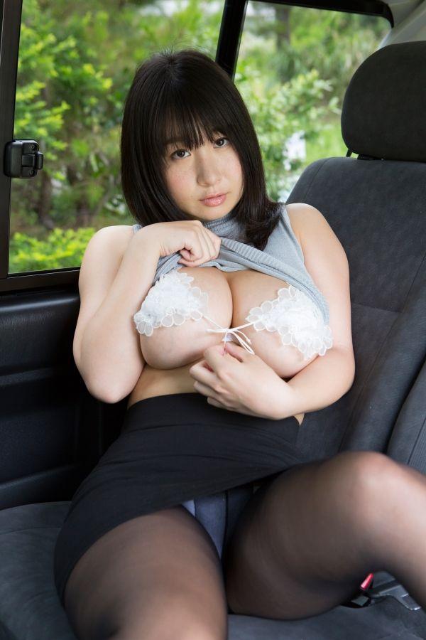 桐山瑠衣の乳首ポロリ画像